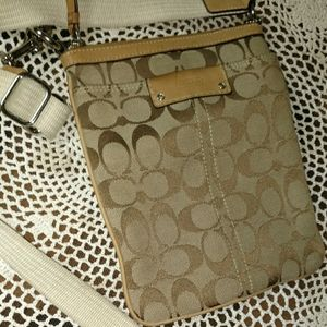 Coach signature jacquard messenger crossbody bag